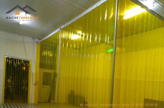 Rèm ngăn lạnh màu vàng